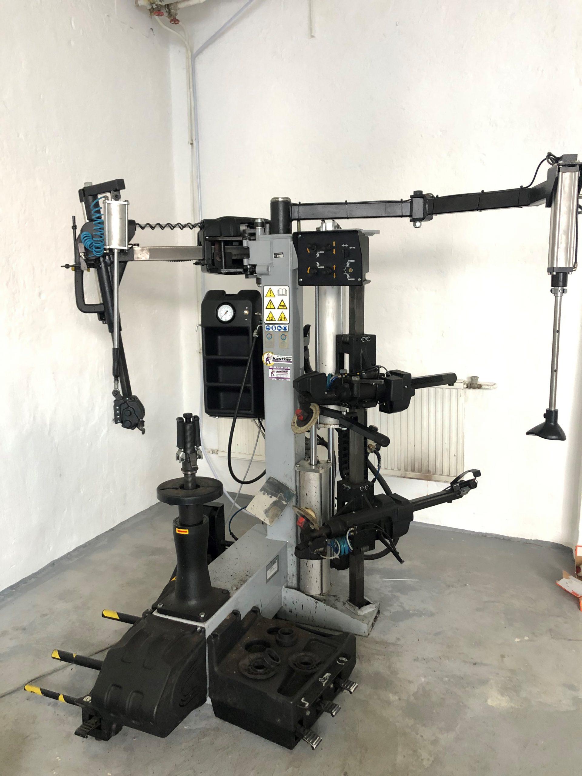 Reifenmontiermaschine VAS 6824