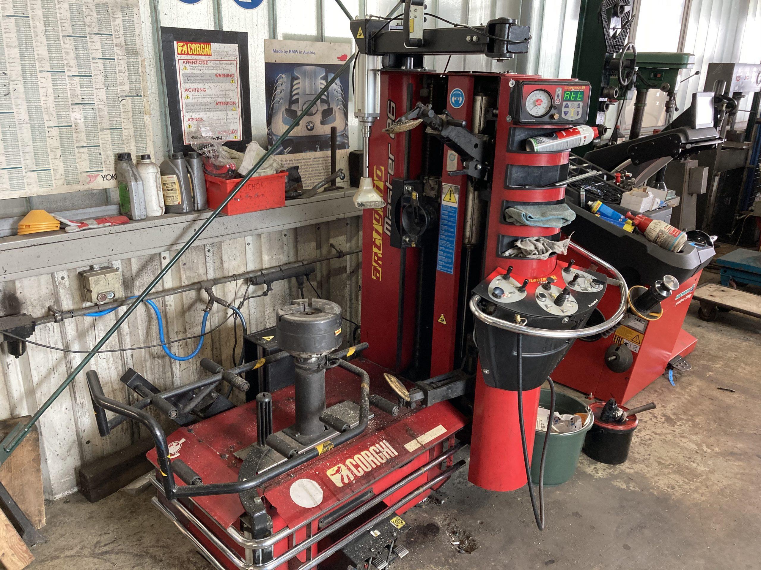 Reifenmontiermaschine Corghi 26M